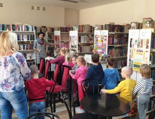 Wycieczka 6 latków z Miejskiego Przedszkola nr 7 z Oddziałami Integracyjnymi w Zamościu do Filii Bibliotecznej nr 3 (11.10.2021)